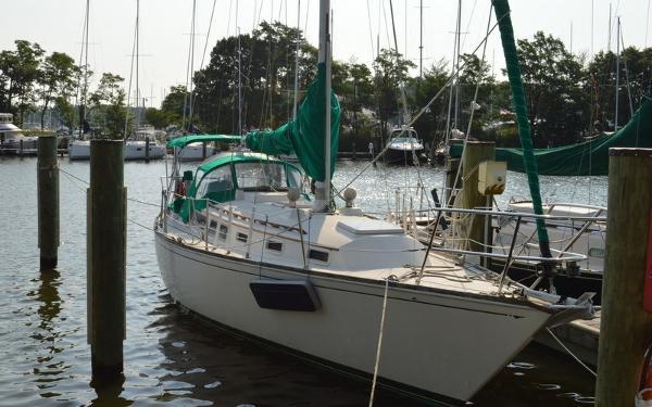Sabre 34 Sabre 34 - Starboard Bow