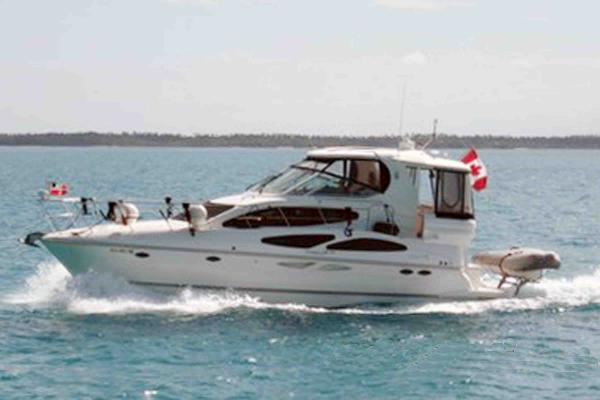 Cruisers 415 Express Motoryacht Under Way