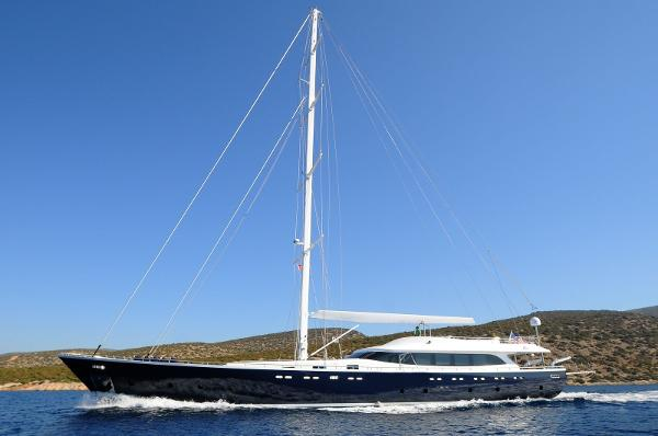 Custom Line sloop 121 ft