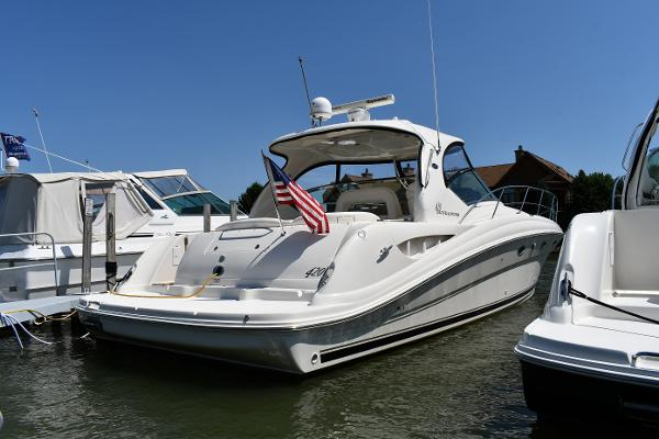 Sea Ray 420 Sundancer Dockside
