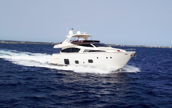 Ferretti Yachts F800