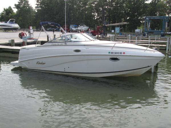Rinker 250 Fiesta Vee Starboard Bow At Dock