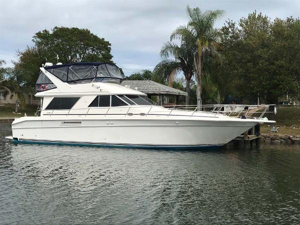 Sea Ray 500 Sedan Bridge Starboard Profile