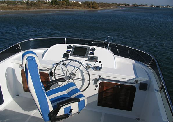 Adagio 48 Flybridge Helm