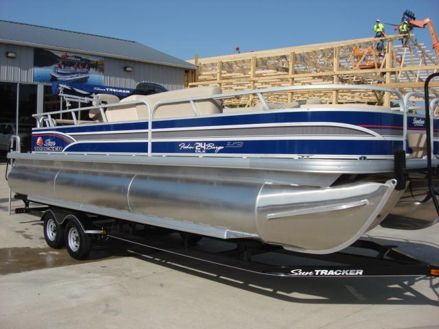 Sun Tracker Signature Series Fishing Barge 24 XP3