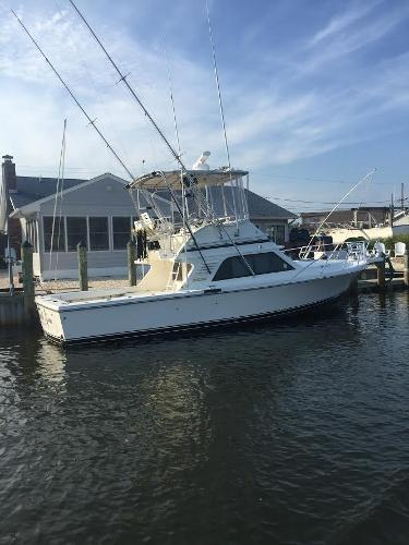 Blackfin 33 Flybridge At Dock