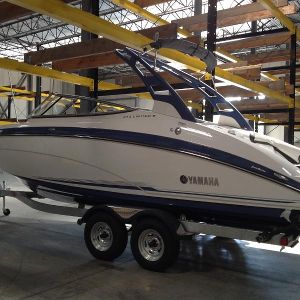 Yamaha Boats 242 Limited S