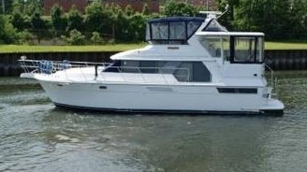 Carver 440 Aft Cabin Motoryacht Profile