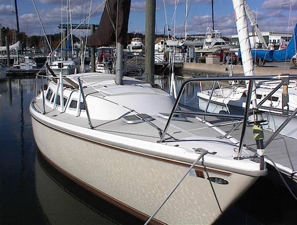 Catalina 27 DOCKSIDE   NOTE CUSTOM FORDECK HATCHES
