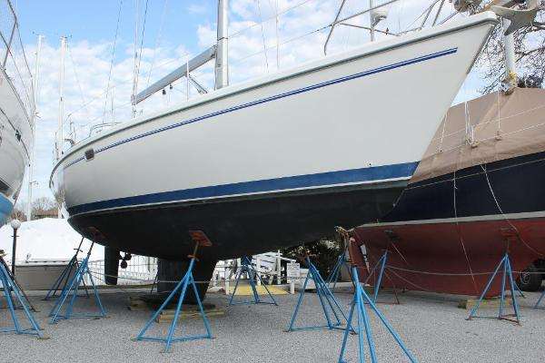 Catalina 42 MkII Stbd view
