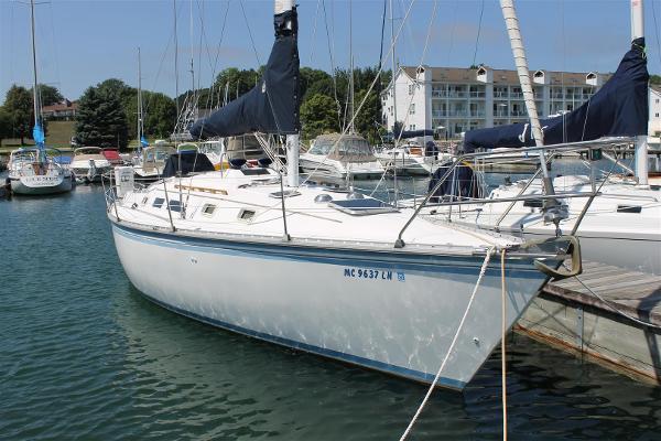 Hunter 34 Starboard Side