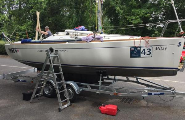 Beneteau. First 211 Beneteau First 211 - Mitsy on trailer
