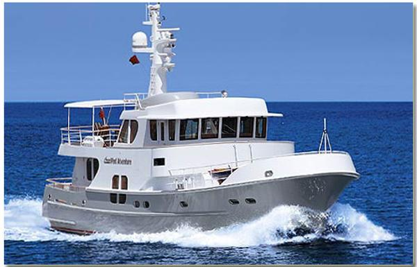 Farmont 70 Explorer 'Trawler' Underway