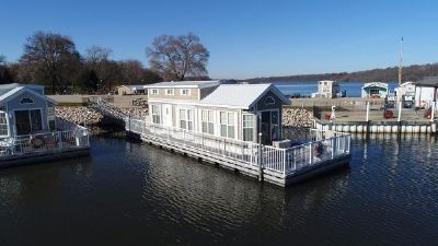 Harbor Cottage Floating Home w/Boat