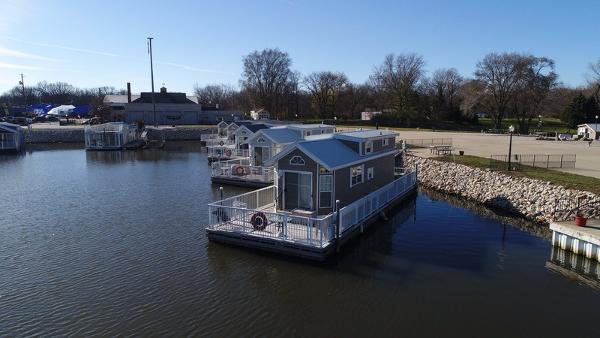 Harbor Cottage Floating Home w/Boat