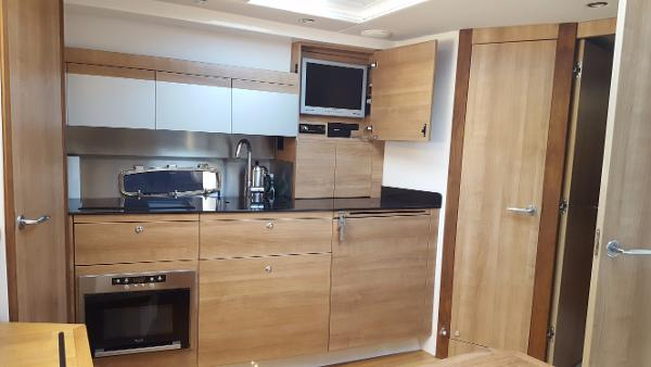 Sealine SC38 Galley