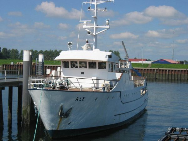 RESEARCH VESSEL RV Photo 1