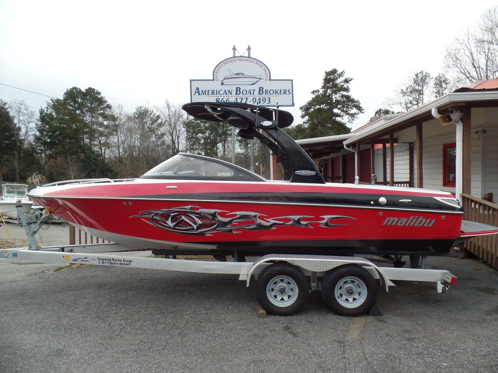 Malibu Boats LLC Wakesetter Series VLX