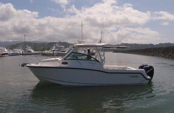 Boston Whaler 285 Conquest main image