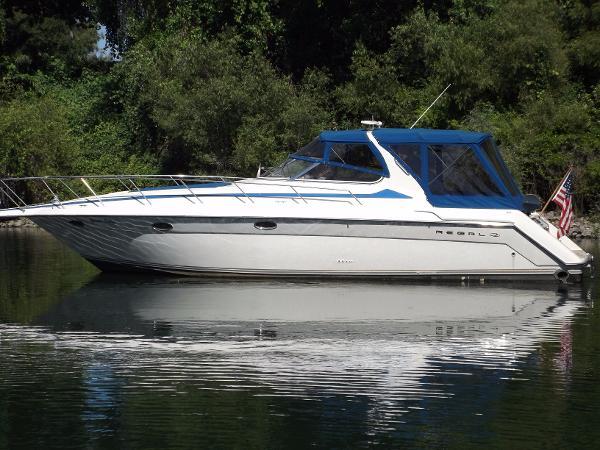 Regal 402 Commodore Port Side