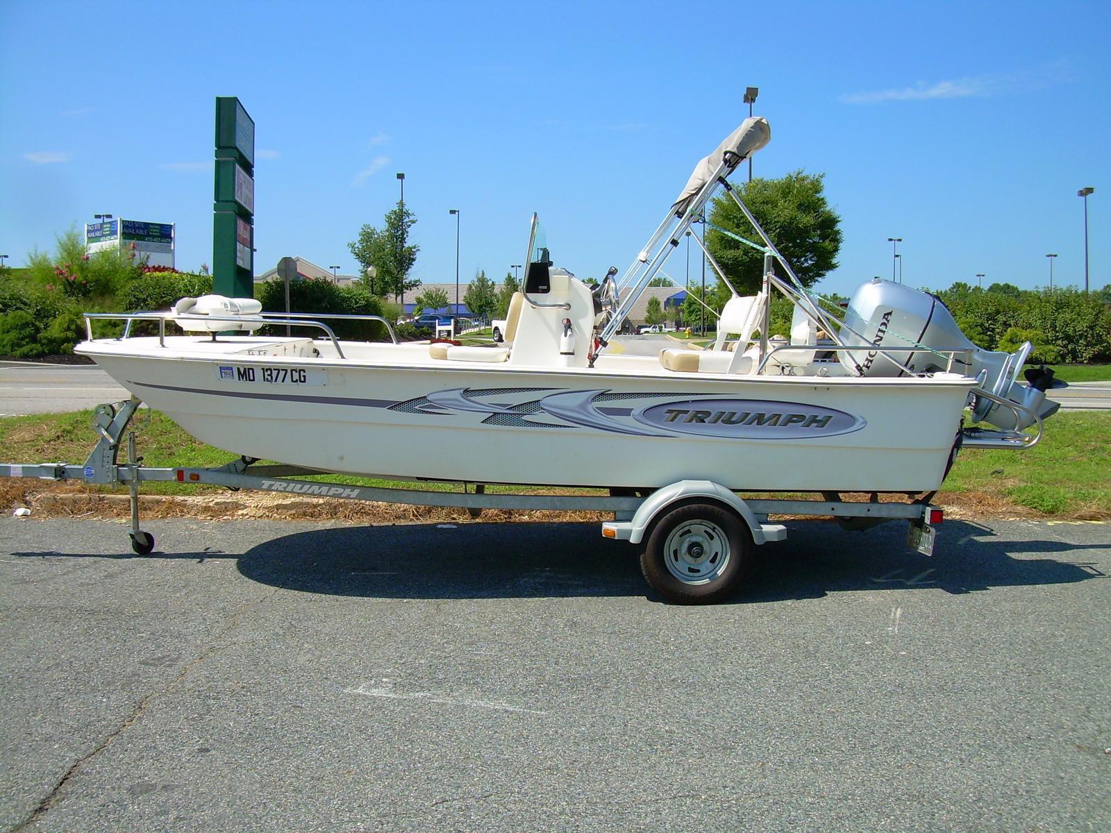 Triumph Fishing Boat 1700 Skiff CC