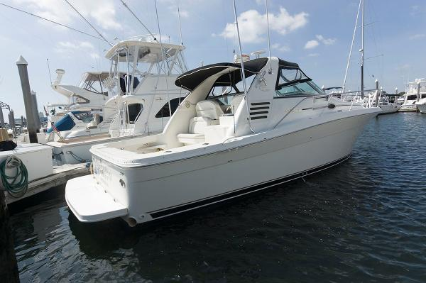 Sea Ray 330 Express Cruiser At The Dock