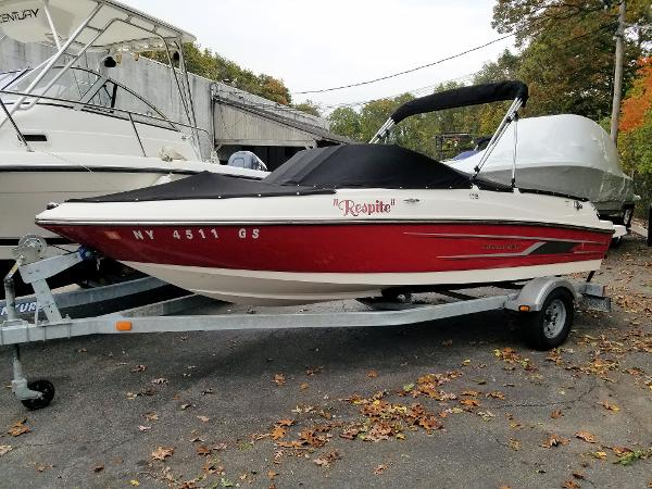 Bayliner 175 Bowrider Port Side