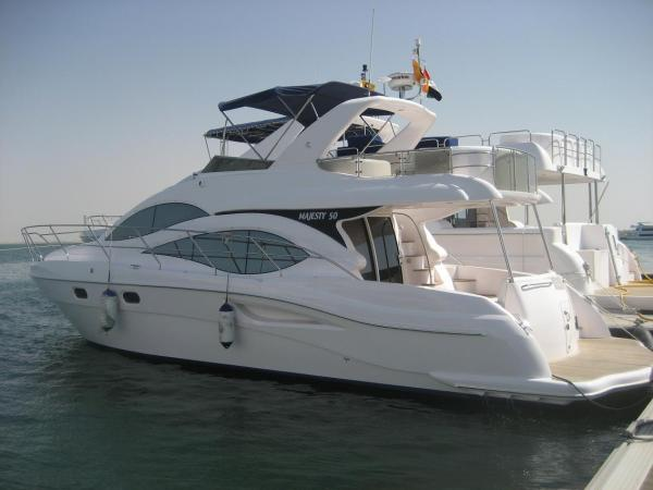 Gulf Craft Majesty 50 Side view