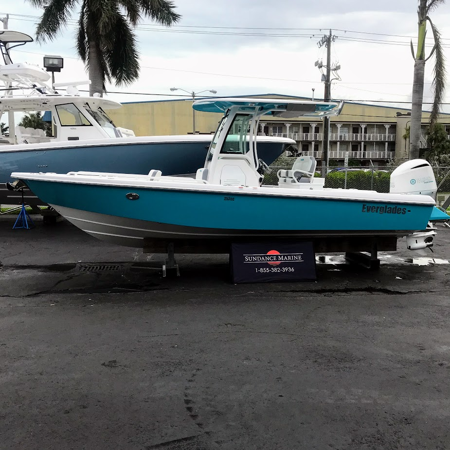 Everglades Boats 253 CC