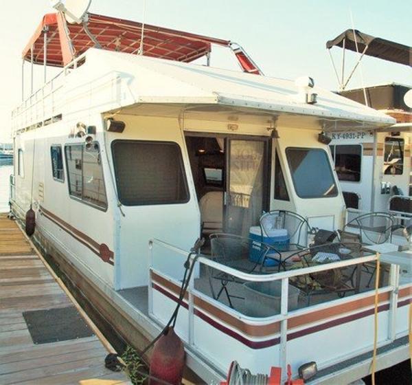 M Yacht 12' x 47'