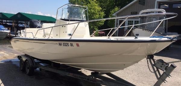 Boston Whaler 220