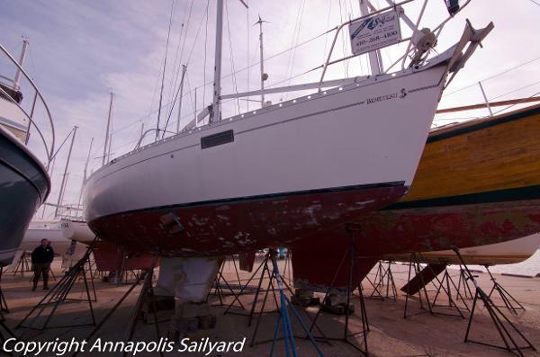 Beneteau Oceanis 350 Starboard Bow