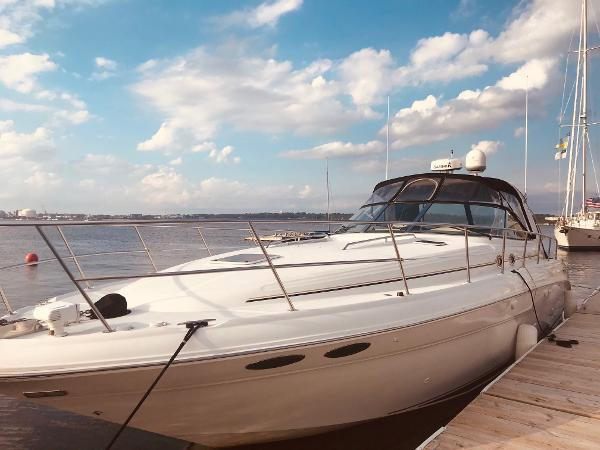 Sea Ray 410 Sundancer Bella Vida at dock
