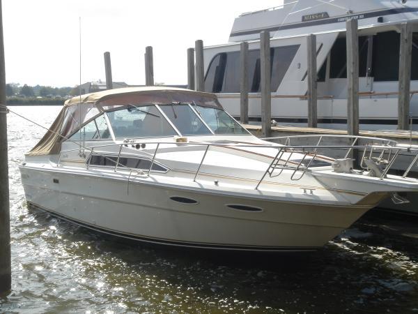 Sea Ray 340 Express Cruiser