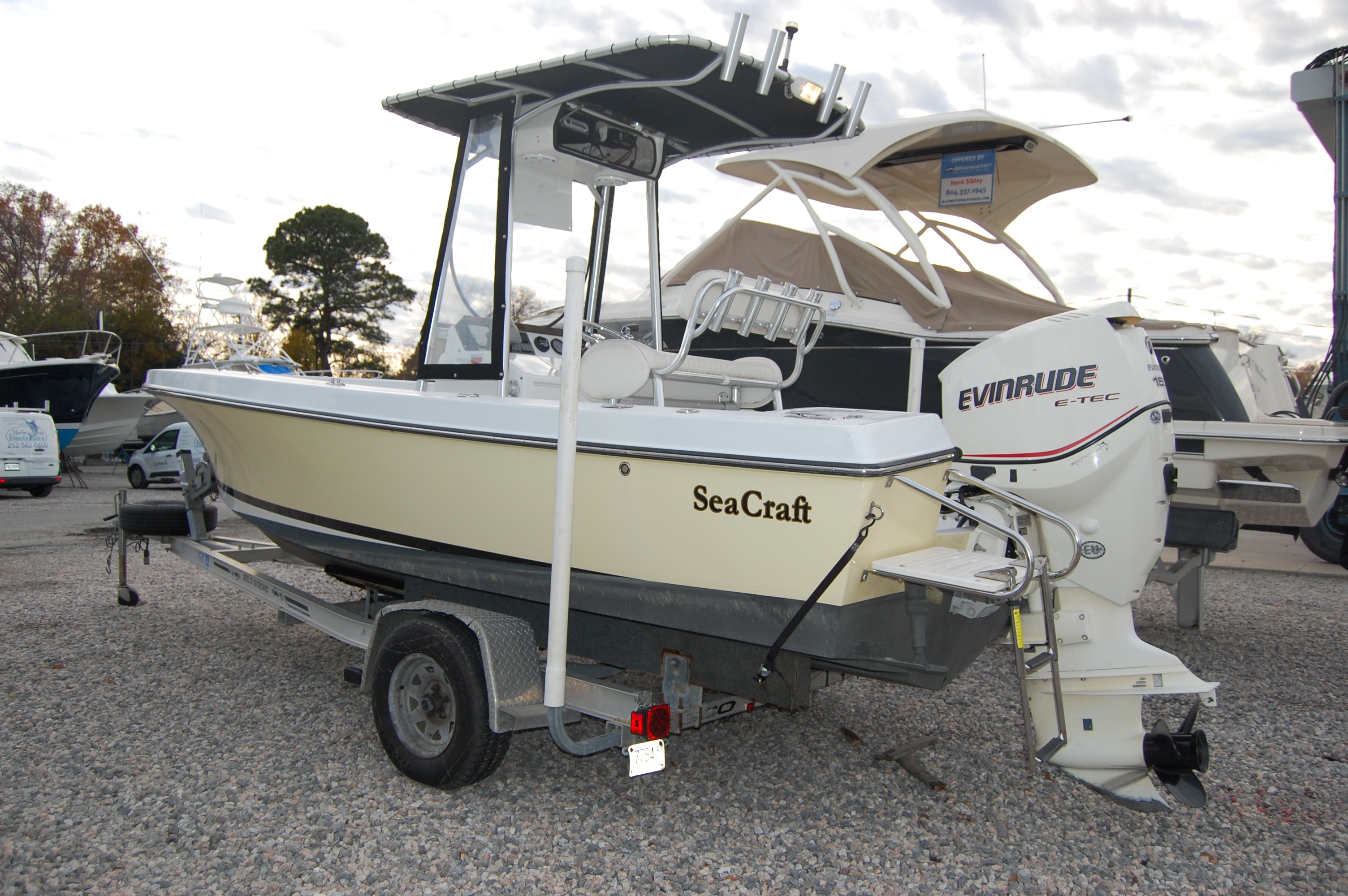 SeaCraft 20 CENTER CONSOLE Classic SeaCraft 20', port stern on trailer