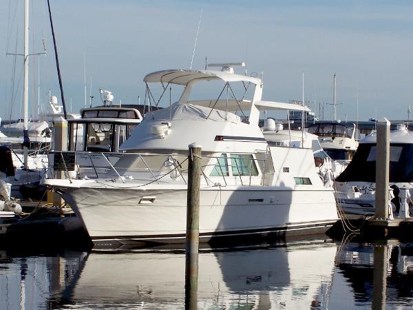 Hatteras 42 Cockpit Motor Yacht SE