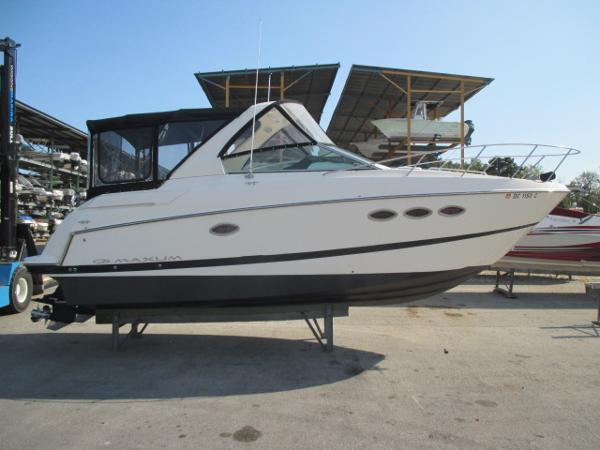 Maxum 2900 SE Starboard View