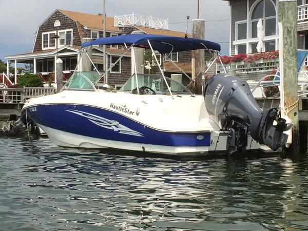 NauticStar 223DC Sport Deck Port Stern