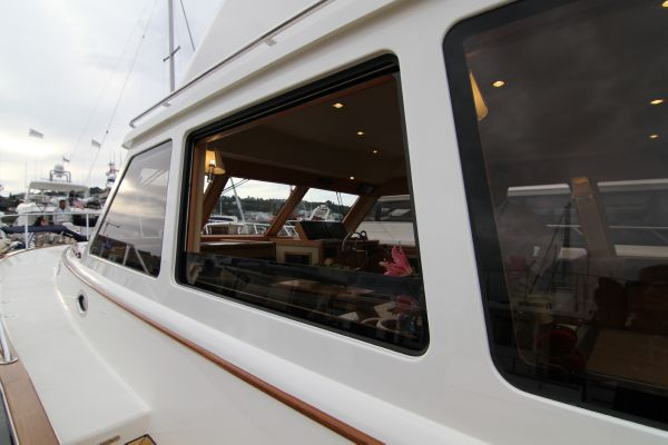 Hydraulic Saloon Window Open Exterior