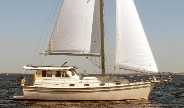 Island Packet SP Cruiser-Motorsailer Out on the water...
