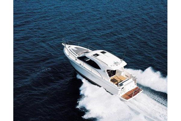 Riviera 3600 Sport Yacht with IPS Running Shot