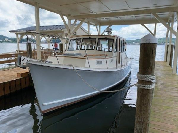 Flye Point 32 Pilothouse
