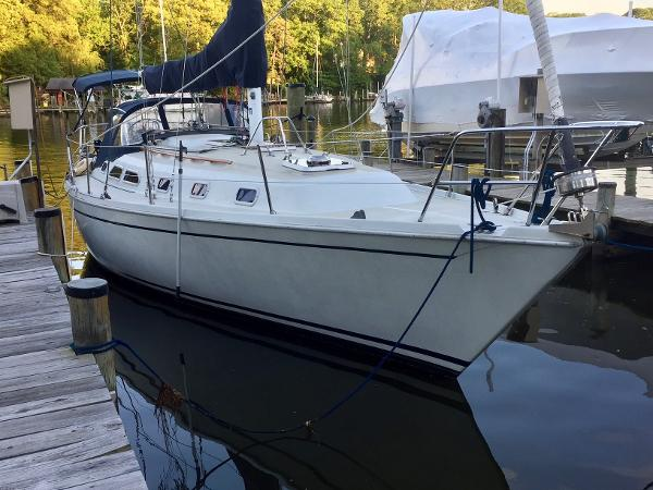 Ericson 38-200 Palmetto Blues at the dock