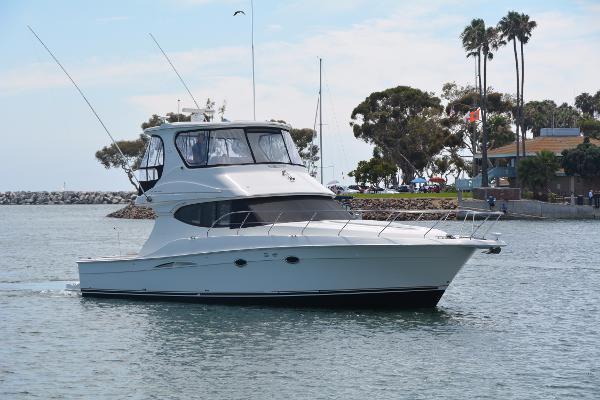 Silverton 45 Convertible Starboard Profile