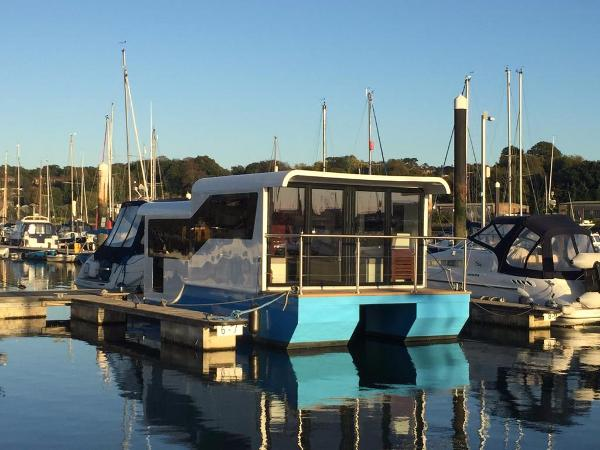 Marina Boats Inspiration 25 Floating Lodge