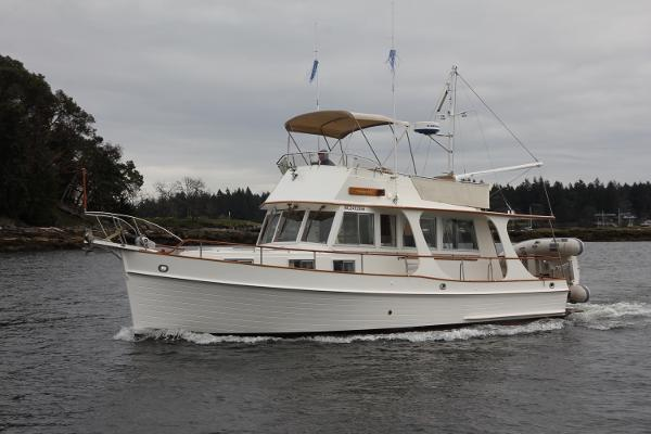 Grand Banks 36 Europa Portside Underway