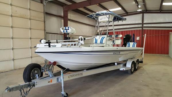 Champion Boats 2310