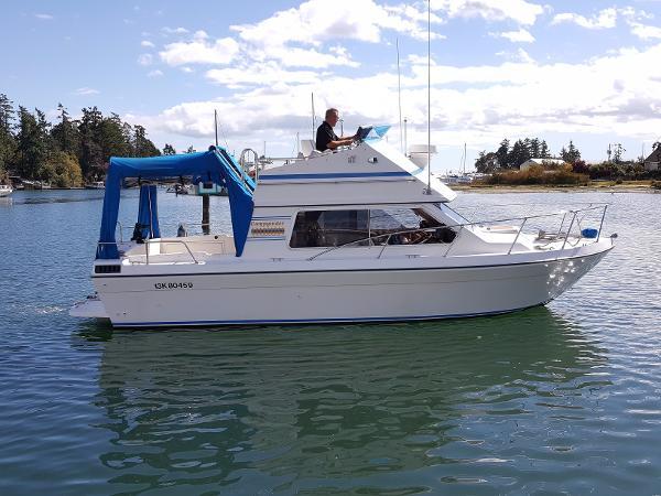Commander Boats Bridge Cruiser 26 Starboard view