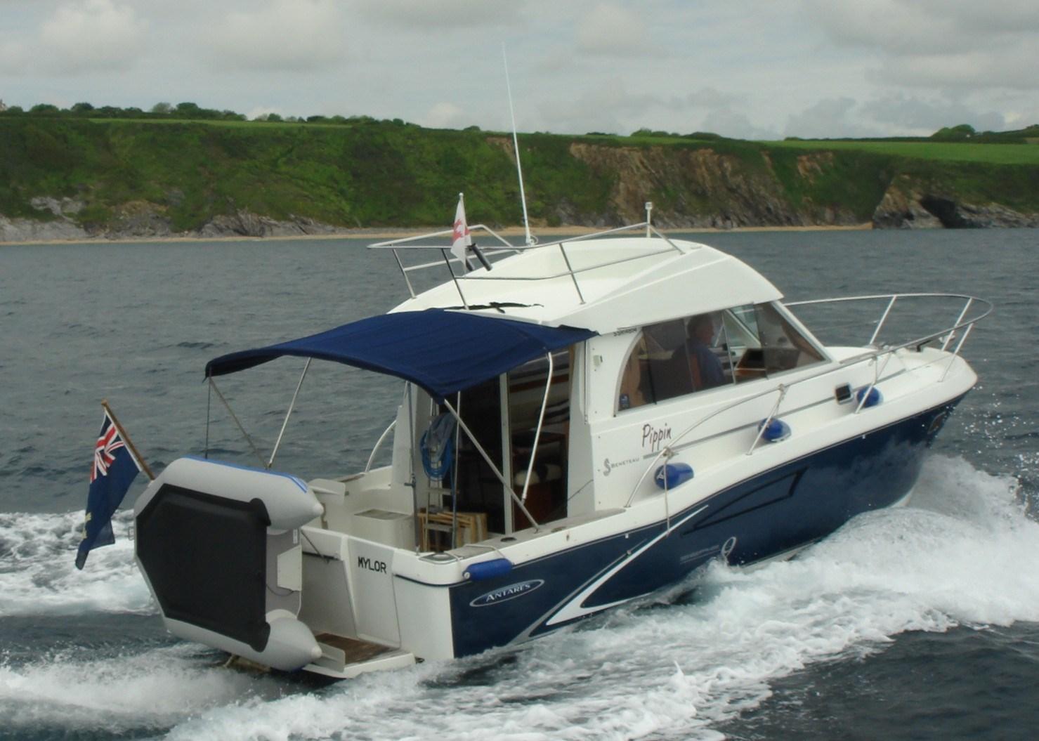 Beneteau Antares Serie 9 On water shot