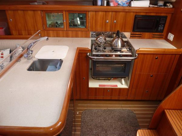 Large L-Shaped galley with oven